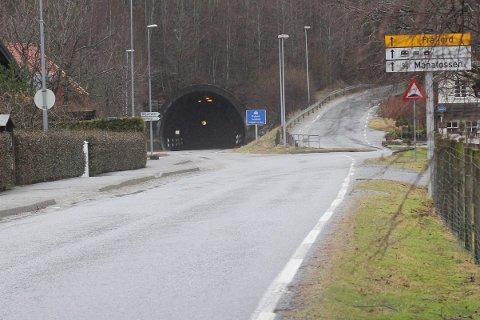 I krysset rett ved tunnelåpningen frykter foreldre at det skal skje ulykker.