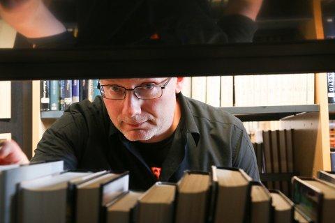 Lars Helge Strand er blant dem Gjesdalbuen har bedt om å plukke fram skjulte krimperler til påske.