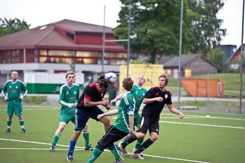 Slik så det gjerne ut da bucci spilte fotball. Her fra en kamp i Rogalands-cupen for mange år siden.