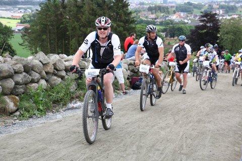 Bjørn Egil Gilje, Rune Medalen og Arild Espedal var blant gjesdalbuene som syklet Nordsjørittet i 2014, og som skal delta igjen i år.
