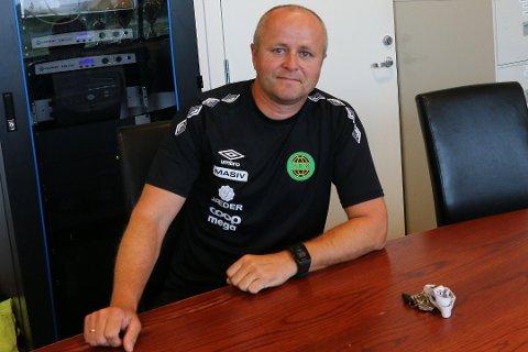 Daglig leder Terje Tjetland understreker at Ålgård FK ikke ønsker å lønne spillere, at de heller ønsker å bygge et lag med lojalitet.