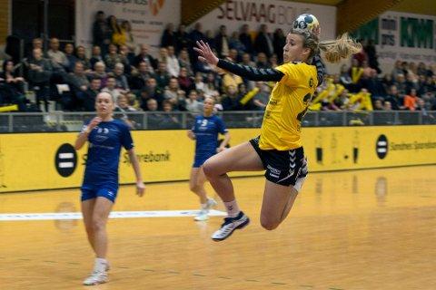 Heidi Samuelsen har flere år bak seg som venstrekant i Sola håndballklubb. Nå har hun meldt overgang til Ålgård.