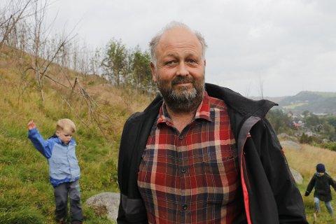 Magnus Søyland ønsker å holde brannkurs for kontrollert brenning av lyng og gress, for å passe på truede naturtyper.