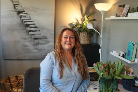 May Brit Strand Nordanger stortrives i jobben på Bryne og håper å kunne drive med gestaltterapi på fulltid snart.