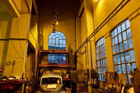 Det er høyt under taket og rene katedralstemningen i den gamle kraftstasjonen.