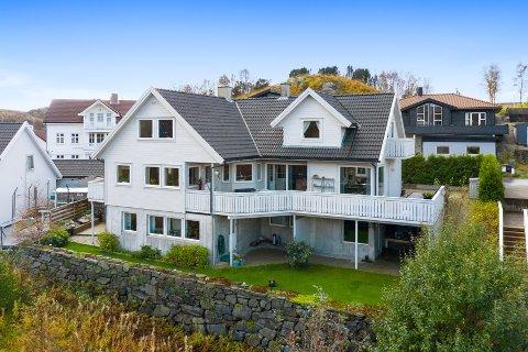 Dette huset i Mosabergsvingen ble solgt for 6,3 millioner kroner.