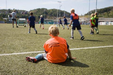 Flere lokale klubber, lag og foreninger har valgt å avlyse eller utsette arrangement og innstille aktivitet de neste ukene.
