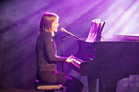 Victoria Berner Figved (13) fra Gjesdal spilte piano og sang Calum Scotts «Dancing On My Own». Nå skal hun videre til UKM Rogaland.