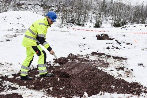 Knut Arild Hareide kommer tilbake til hvor høyt ny E39 mellom Ålgård og Hove skal prioriteres en gang neste år. Her er han i ferd med å berede grunnen for ny jernbane forbi Horten.