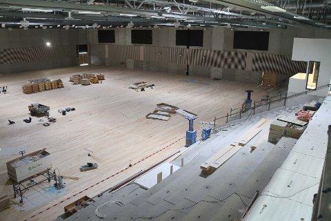 Om noen dager starter arbeidet med å legge sportsgulv i den nye Ålgårdhallen.