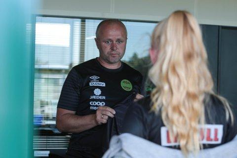 Daglig leder Terje Tjetland i Ålgård fotballklubb følger spent med på hvilke regler som gjelder for barne- og ungdomsfotballen.
