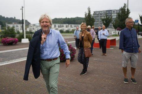 Ordfører Frode Fjeldsbø, her fotografert da Hjelmeland kommune var på Ålgård-besøk tidligere i år, tør ikke spå utfallet av folkeavstemningen i Øvre Sirdal i slutten av november.