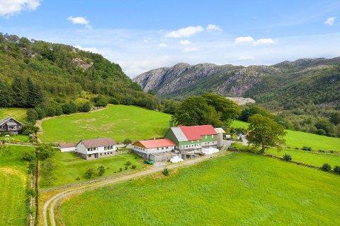 Landbrukseiendommen på Bjelland er nå solgt.