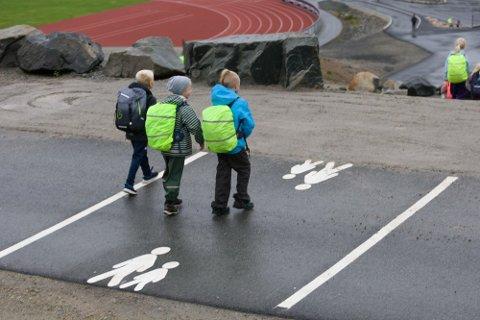Midlene Gjesdal kommune har mottatt av Fylkestrafikksikkerhetsutvalget skal blant annet brukes til å lage gode løsninger for alle som krysser veien på begge sidene av tunnelen gjennom Husafjell. Dette bildet ble tatt da den midlertidige skoleveien fra Solbakkane til Solås skole åpnet i september i fjor.