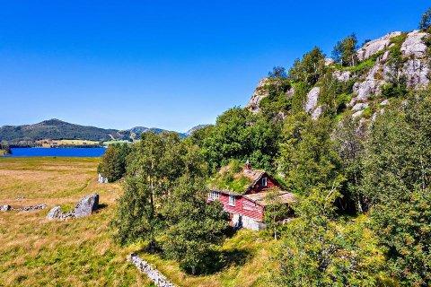 Dette gamle husmannsbruket i Lomsvik er solgt for 420.000 kroner over prisantydning.