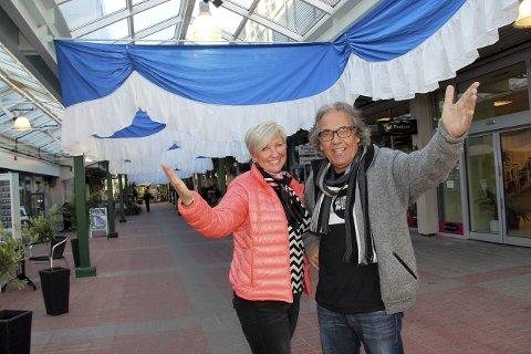 FEST I GÅGATA: Iren Carlstrøm og Kjell Fiskerud inviterer til oktoberfest under glasstaket lørdag.