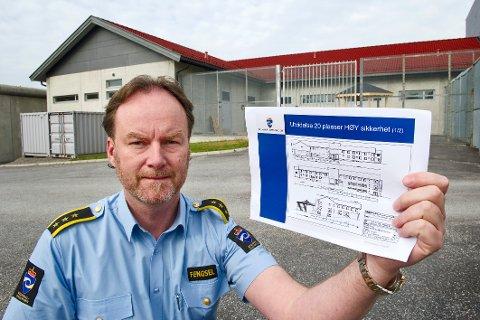 ØKER: Fengselsleder Gaute Enger håper å kunne få 12-14 nye stillinger neste år.