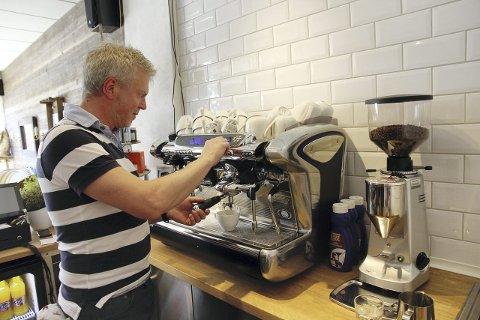 GIR SEG: Geir Christiansen har valgt å gi seg med driften av Fryd Café og ser nå etter nye eiere. Arkivfoto