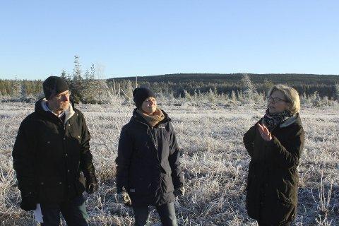 Refs: Erling Aas-Eng og Hedmark Bondelag gir refs til Våler kommune for at de ikke har klart å dyrke opp mer på Haslemoen. Ordfører Lise B. Svenkerud og Anne Kristine Rossebø håper på fortgang nå.