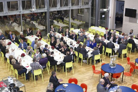 Bursdagsfest: KOBBL hadde invitert over 100 gjester til feiringen av sine 70 år som boligbyggelag i Kongsvinger med kaker, kaffe og historiske tilbakeblikk.Bilder: Kjell R. Hermansen