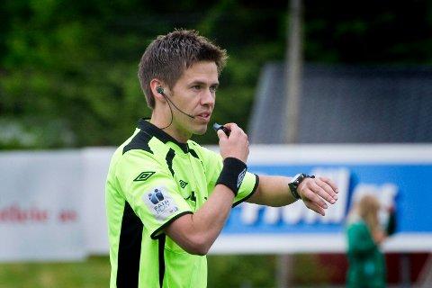 Dømmer i Danmark: Grue-dommer Tom Harald Hagen skal torsdag kveld dømme europaligakampen mellom danske Aalborg og belgiske Club Brugge.
