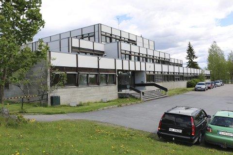 BLIR U-SKOLE: F-blokka, nabobygget til Sentrum videregående skole og Kongsbadet, blir ungdomsskole fra 2016, og i hele byggeperioden for den nye ungdomsskolen. FOTO: PER HÅKON PETTERSEN