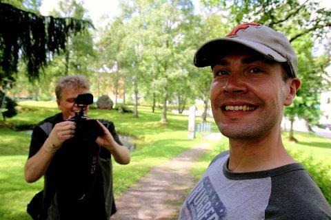 HER: – Kongsvinger-distriktet er som skapt for en roadmovie, sier Per O Noss fra Hallingdal. Han og regissør Gunnar Knutsen filmet og fant lokale perler. FOTO: ANITA KROK