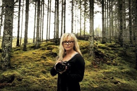 HOMELAND: Alt hun ville vekk fra, er blitt livsnødvendig for fotograf Mona Nordøy: - Uten skogen er jeg ikke en hel fotograf.FOTO: ANITA KROK