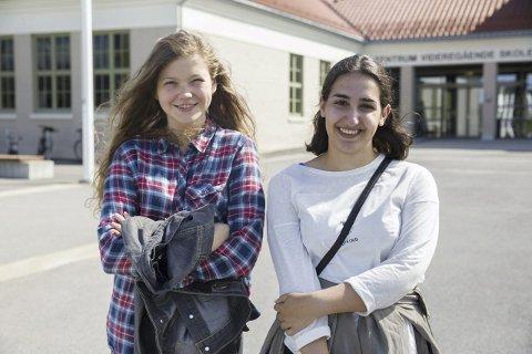 SKOLESKYSS: Ingjerd Engh og Raha Moafi sier skoleskyssen man har krav på burde vært en selvfølge til skolestarten. Foto: Tina Alnes-Jørgensen