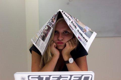 VELGERHJELPEN: Førstegangsvelger Ingeborg Julsrud fra Skarnes prøver denne uken å bli klokere gjennom Glåmdalens politiske test «Velgerhjelpen».