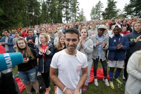 Utøya 20150807. AUF arrangerer sin første sommerleir på Utøya siden 2011. AUF-leder Mani Hussaini åpner sommerleiren. Foto: Vidar Ruud / NTB scanpix (Foto: Ruud, Vidar)