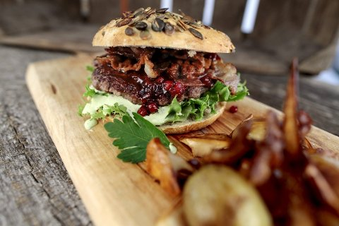 VILLE TILSTANDER: Slik vil vi ha høstburgeren - saftig, grov og smaksrik. Foto: Carl Martin Nordby