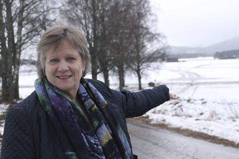 Velkommen: Grete Kalfoss ved Sønsterud gård ønsker scooterfolket velkommen til gårds. Nå venter hun bare på godkjenning for overnatting.