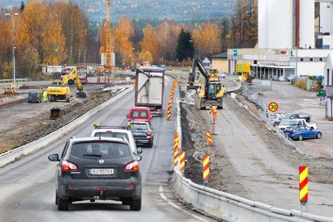 INGEN KØER: Nå har vegvesenet fjernet lysreguleringen og trafikken kan nok en gang flyte i begge retninger.