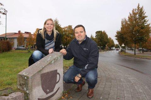 JULEFROKOST: Anette Strand Sletmoen og Tor Arnstein Berg i Solør Næringshage inviterer til julefrokost i Våler kirke.