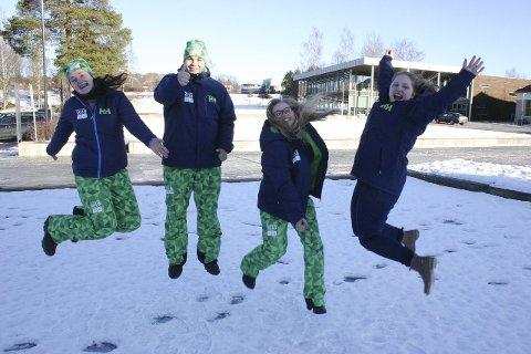 HOPPER I DET: De ønsker velkommen til olympisk aktivitetsdag på Rådhusplassen lørdag. Fra venstre: Ingrid Marie Flatebø Løften, Per Røttum, Maren Lindberg og Astrid Dalsberget.