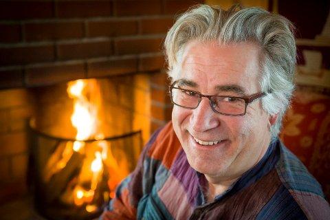 55 år gamle Morten Aasberg flyttet fra Bærum til Hoffsletta 105. En tidligere kjærest fikk han interessert i slektgranskning. Dermed fant han ut at hans tippoldefar var tater. I tillegg har han samer i slekta. FOTO: JENS HAUGEN