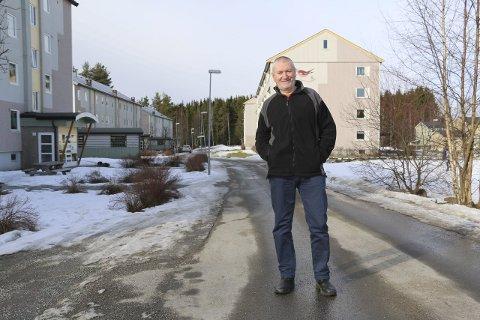 GLAD: Styreleder i borettslaget, Rune Monsen, er glad for at Husbanken har bekreftet tilskudd på 31,5 millioner kroner til heiser i blokkene.