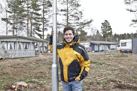 GLEDER SEG: Daglig leder ved Montebello Camping, Lars Christian Amundsen, ser fram til nok en gang å vise campinglivet ved svenskegrensa på TV.