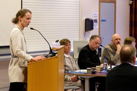 MILJØHENSYN: Hanna Gjermundrød avklarte at MDG vil bevare grendeskolene av hensyn til ressursbruk, trafikk og folkehelsa.