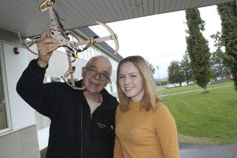 DRONEMESTER: Tuve O. Stenshol er blitt en aldri så liten dronebyggemester, og er med Einar Korbøl på sommerskolen i år.
