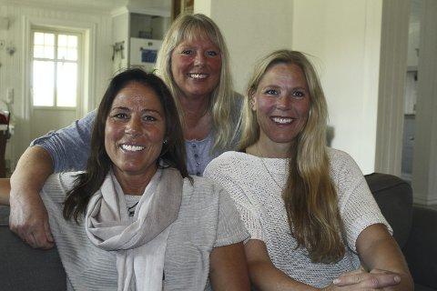 Nytt pengedryss: Søstrene Anette, Lilli Ann og Hege Mobakk bruker penger etter konserten «For dagene som kommer». Nå blir det både fakkeltog og kurs. Foto: Kenneth Mellem
