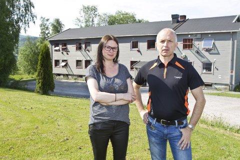LEGGES NES: Avdelingsleder Eva Renate Nordtorpet og mottaksleder Jon Ivar Bergersen har fått beskjeden om at Kongsvinger mister 70 midlertidige plasser for mindreårige asylsøkere.