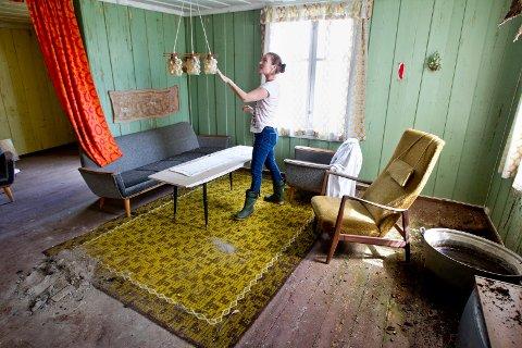 Kirkenær: 15.07.2016 Magda Modal selger her småbruket Hengebøl i Åsnes som har vært i familiens eie i mange gererasjoner. Gården ligger idyllisk til ved Hukusjøen. Foto: Ole-Johnny Myhrvold
