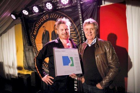 EDVARD-PRISEN: Er en komponistpris og har blitt delt ut årlig av Tono siden 1998. På bilde Amund Maarud og Tonos administrerende direktør Cato Strøm.