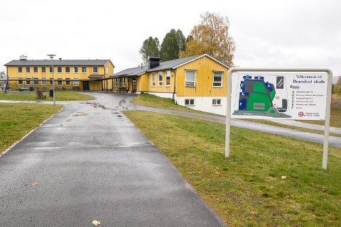 SØKER LÆRER: Brandval skole søker ny lærer.