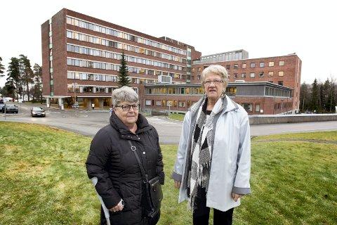 SENTRALE: May Sønsterud (t.h.) og Ingrid Frydenberg har representert sykehusaksjonen sammen med Helene Ullerlien. Mona Ankill var med fra starten. Bildet er fra 2014.