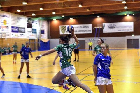 VANT STORT: Grue og Camilla Sørby knuste Gjøvik søndag ettermiddag.