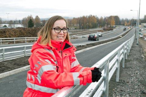 Her har det til tider vært trafikkaos under byggeperioden, derfor vil Anne Ingeborg Lilleåsen Nerstad rette en stor takk til trafikkantene og ikke minst naboene som har hatt anlegget nesten inn i hagen sin.