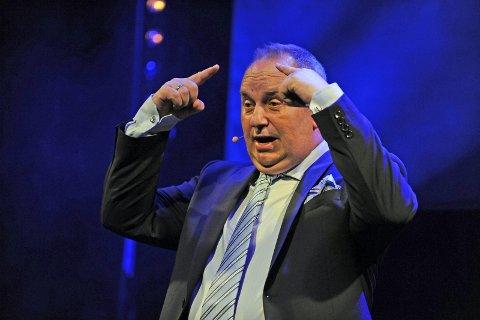 GAME OF HANSEN: Hans Martin Hansen tar for seg hverdagslivets tildragelser når han står opp på Rådhus-teatrets scene lørdag.